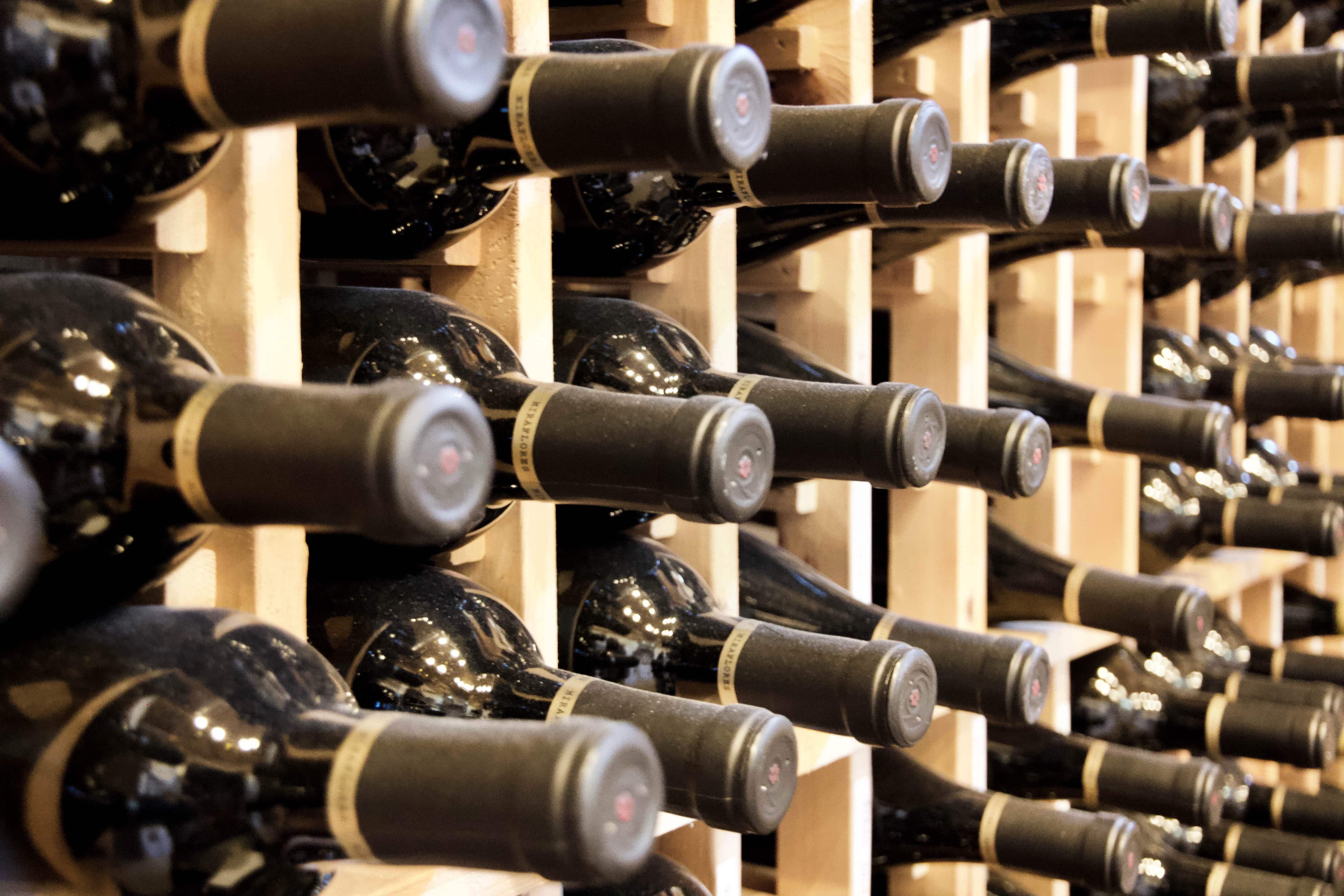 Library wine miraflores